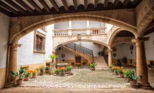 Descubre los patios de Palma más encantadores